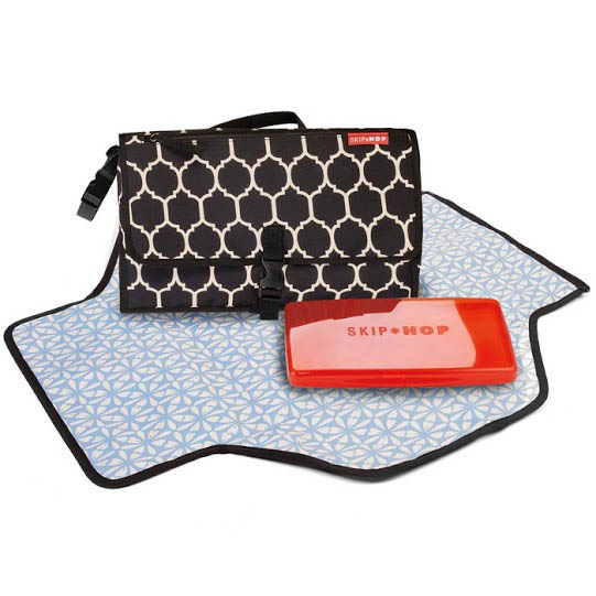 Skip Hop-Portable Nappy Change Kit-Pronto Changing Station {Onyx Tile}
