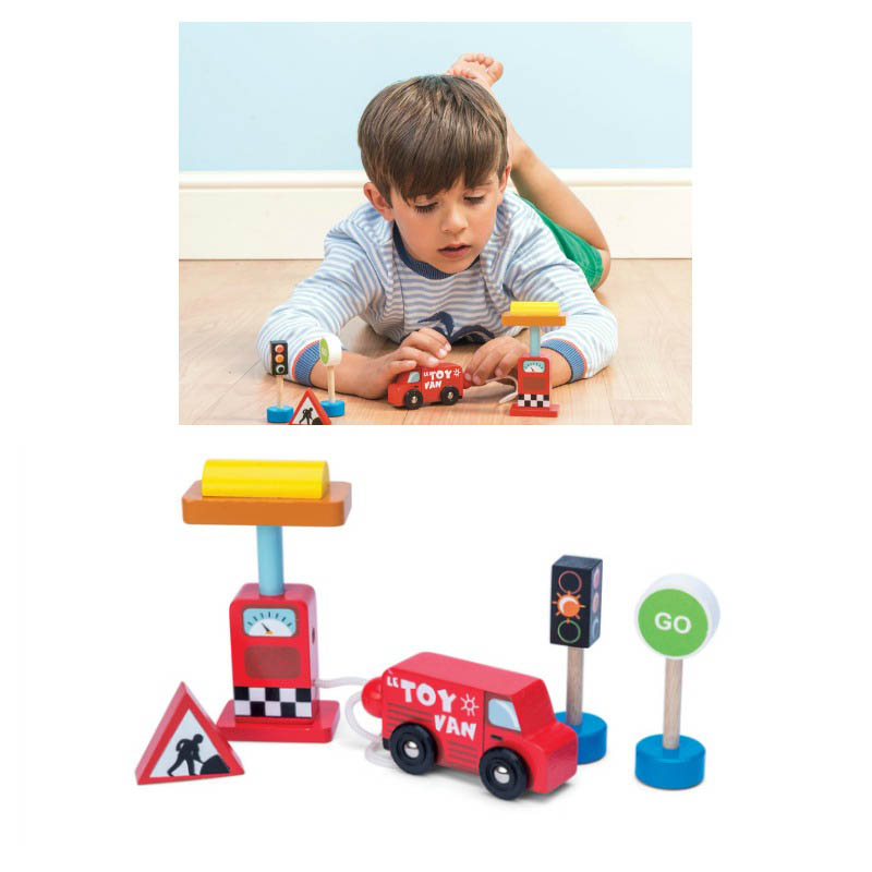 Le Toy Van Car Petrol Pump Set
