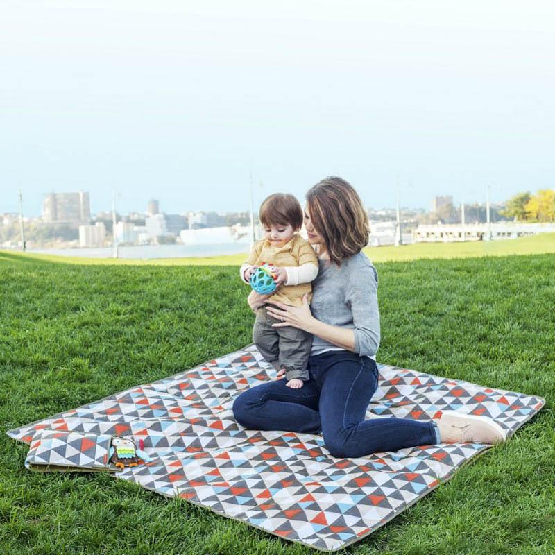 Skip hop central park outdoor blanket cooler bag for Au maison picnic blanket